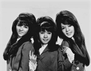 The Ronettes (Ronnie at center).